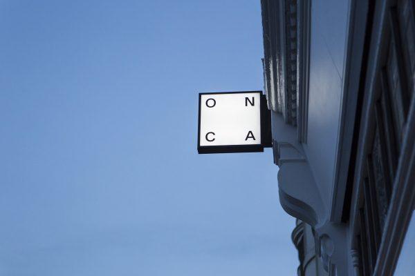 O N C A Lightbox