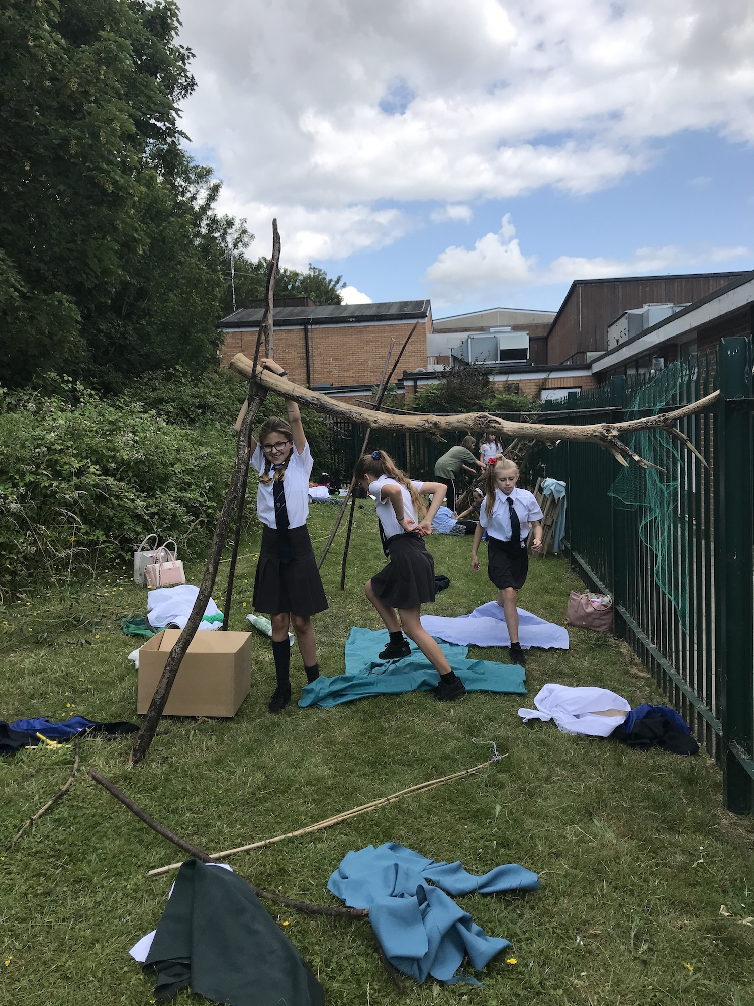 Children building a den at Longhill school