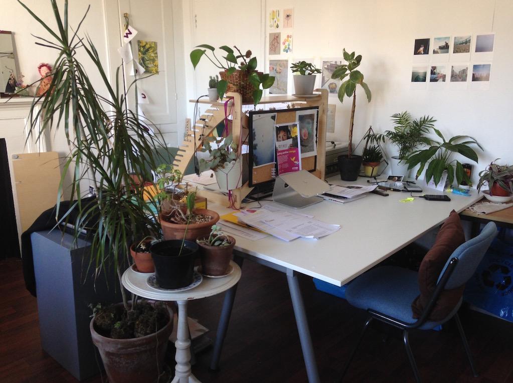 O N C A Desk Space